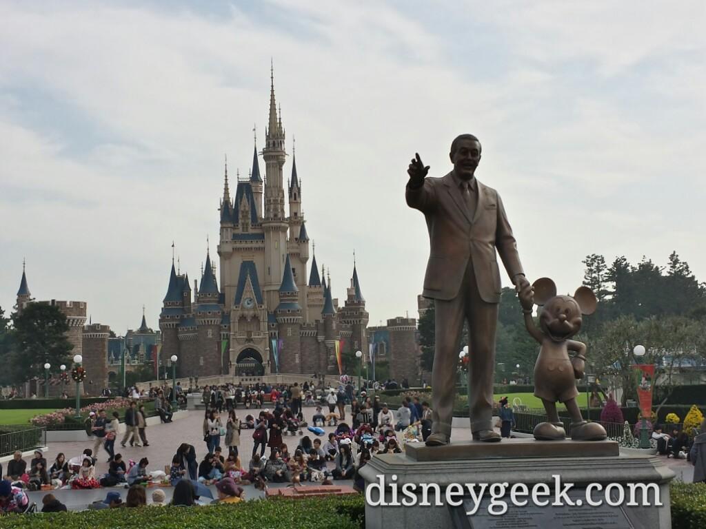 Tokyo Disneyland Partners Statue