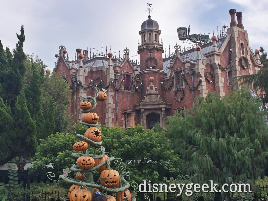 Tokyo Disneyland - Haunted Mansion Holiday