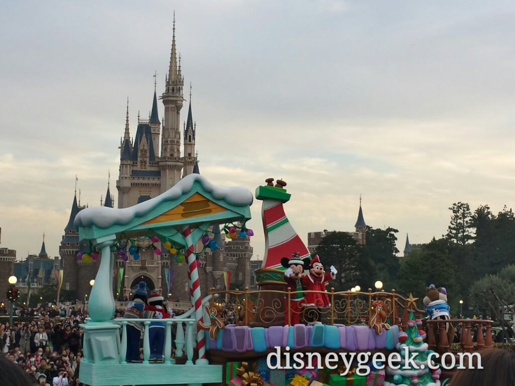 Tokyo Disneyland - Disney Stories of Christmas - second viewing of the day (will skip pictures for now).