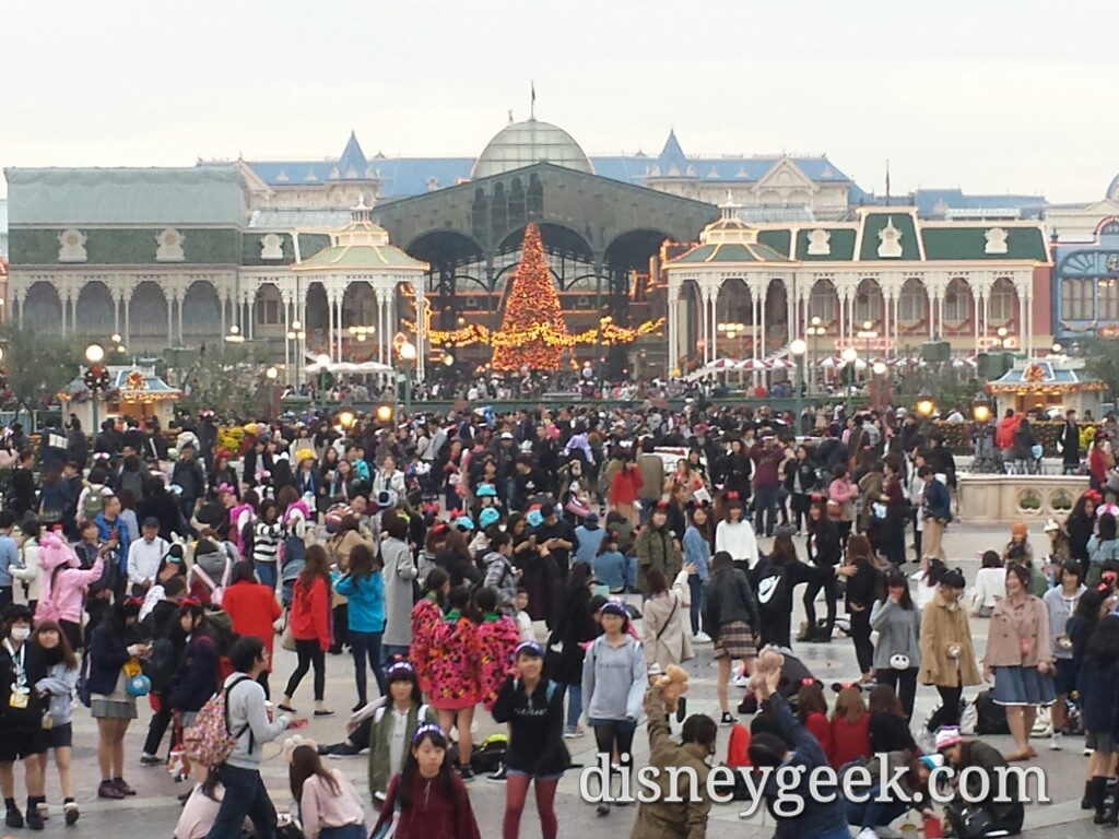 Tokyo Disneyland - A closer look toward World Bazaar