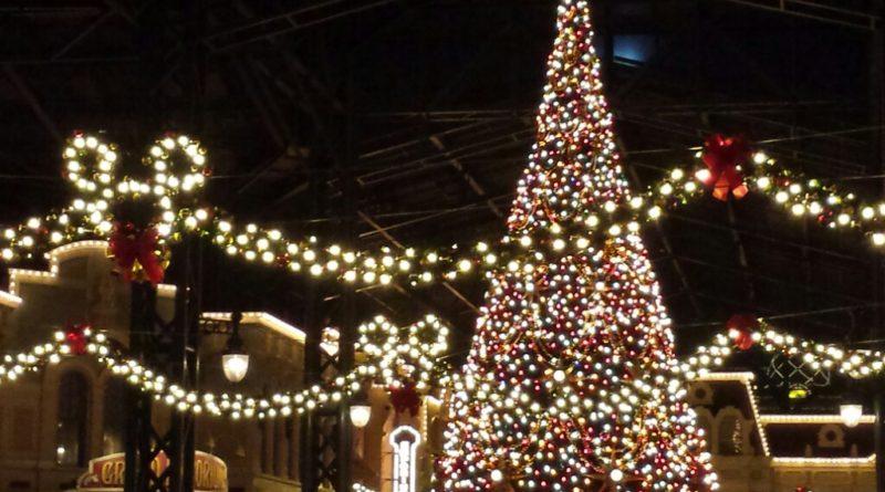 Tokyo Disneyland - World Bazaar Christmas Tree
