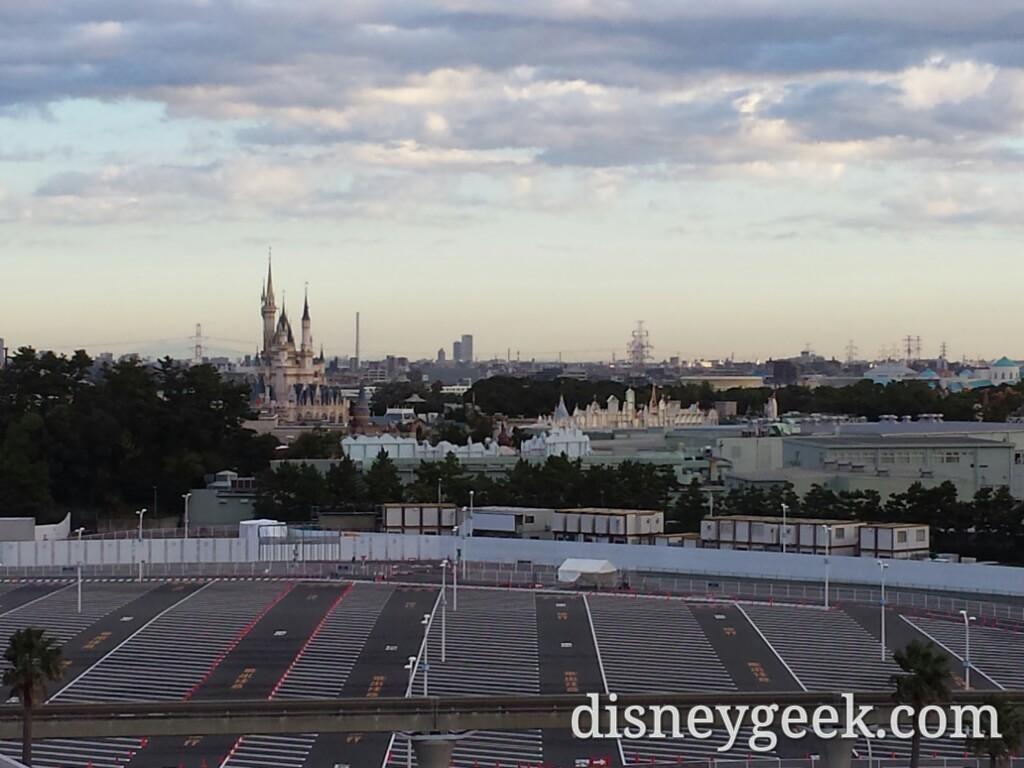 Tokyo Disneyland - Morning view