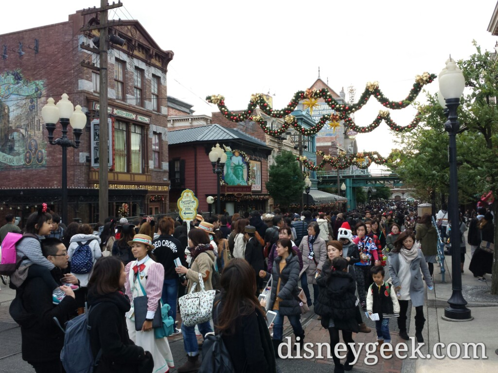 Tokyo DisneySea - The large mass of guests on the left are in the line for FastPass distribution for Toy Story (this is at 8:28am)