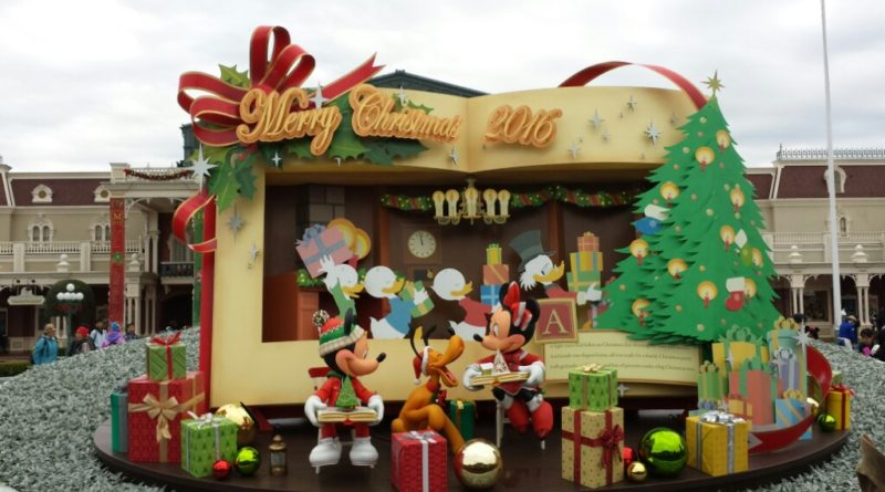 Tokyo Disneyland - Christmas display at the entrance