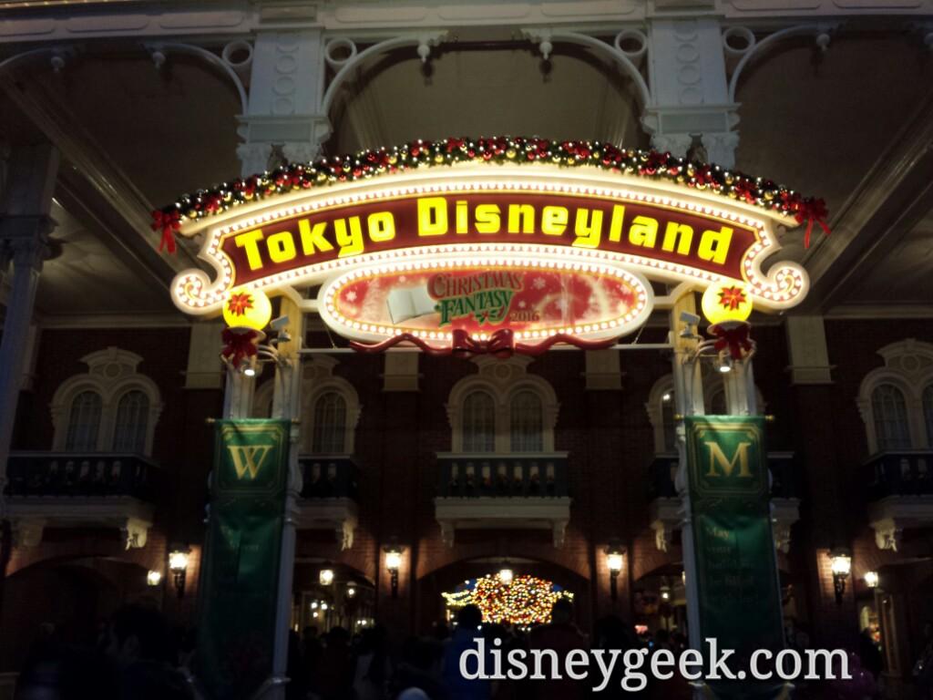 Tokyo Disneyland - Entrance at night