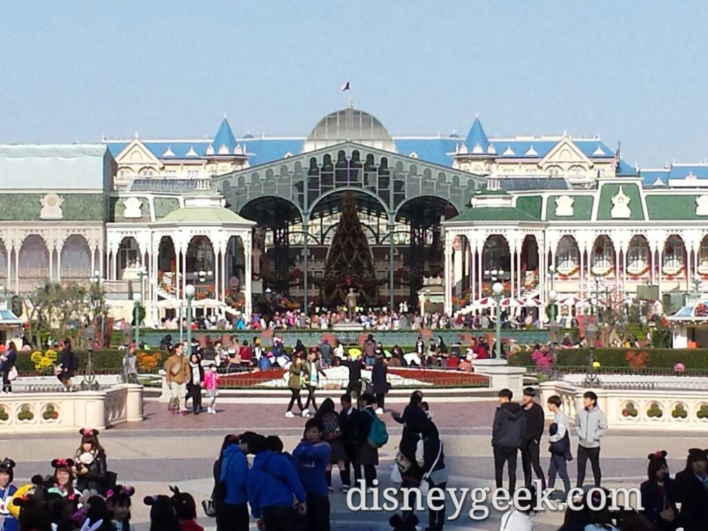Tokyo Disneyland - Central Plaza - World Bazar
