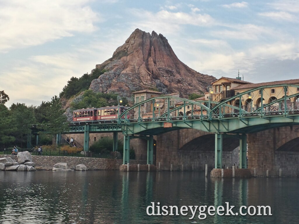 Tokyo DisneySea - DisneySea Electric Railway making its way by.