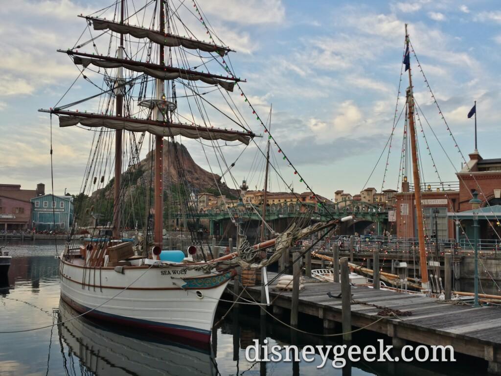 Tokyo DisneySea - American Waterfront Boats