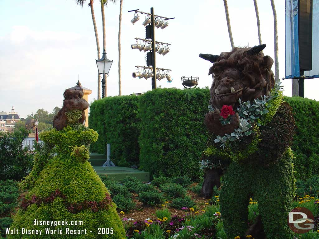 2005 - Belle & the Beast Topiaries from Beauty and the Beast