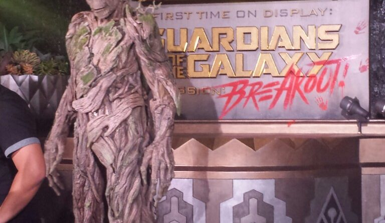 Groot meeting guests  by Guardians of the Galaxy – Mission: Breakout!