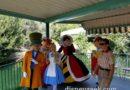 Alice in Wonderland group in #Disneyland #Fantasyland