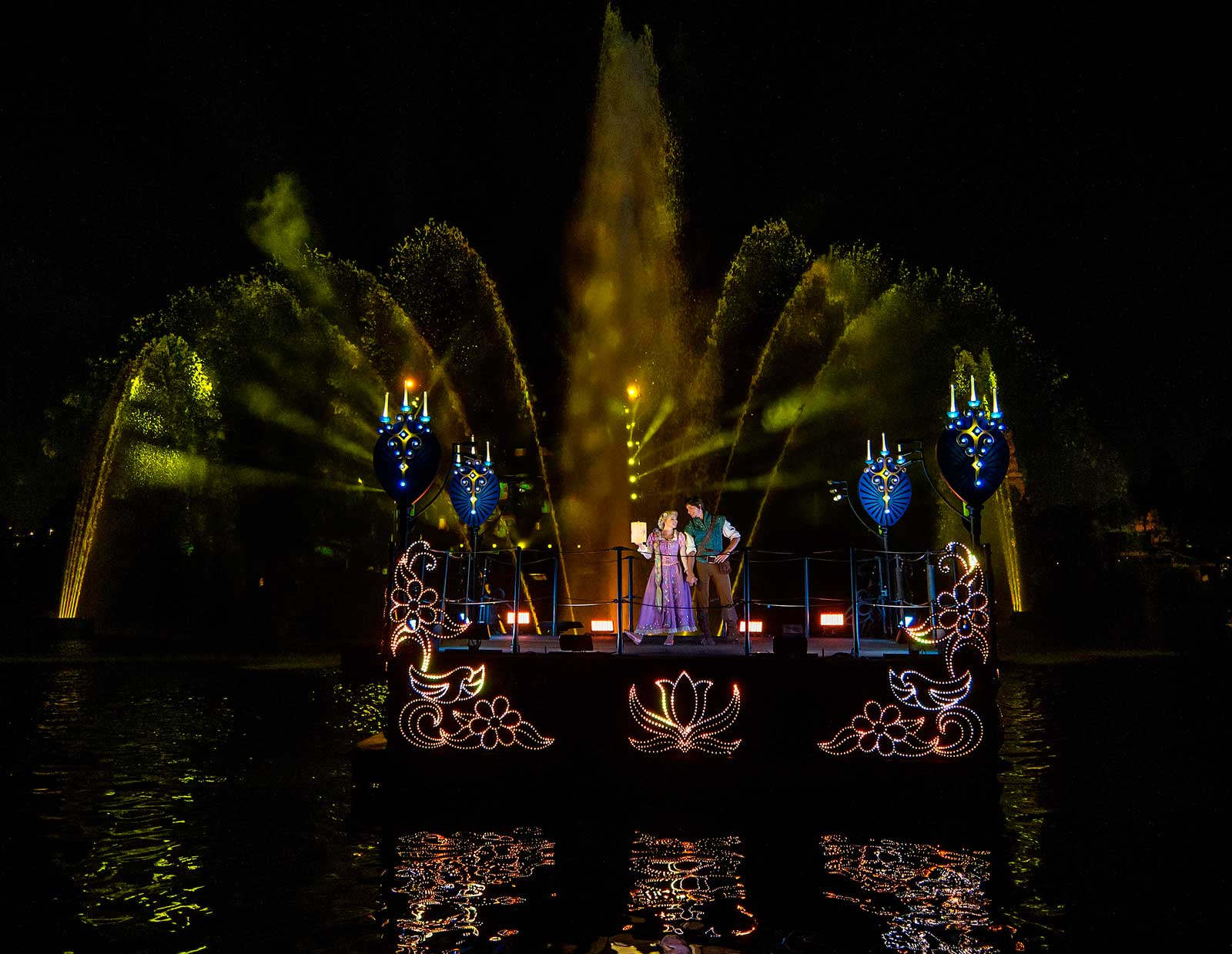 Fantasmic Returns To Disneyland With New Scenes And