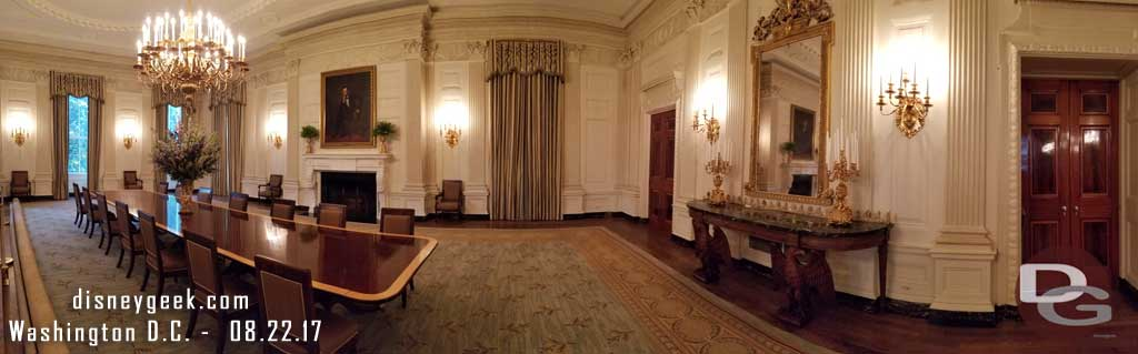 A wide picture of the State Dining Room