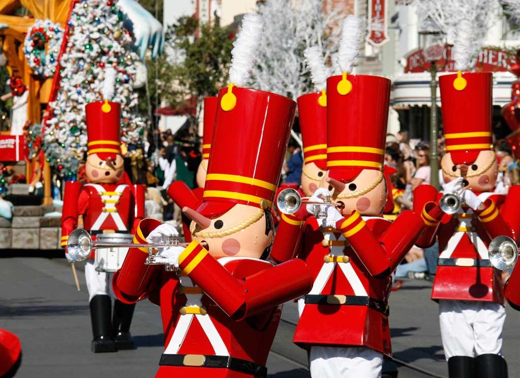 Holidays at the Disneyland Resort Returns Nov. 10, 2017-Jan. 7 ...