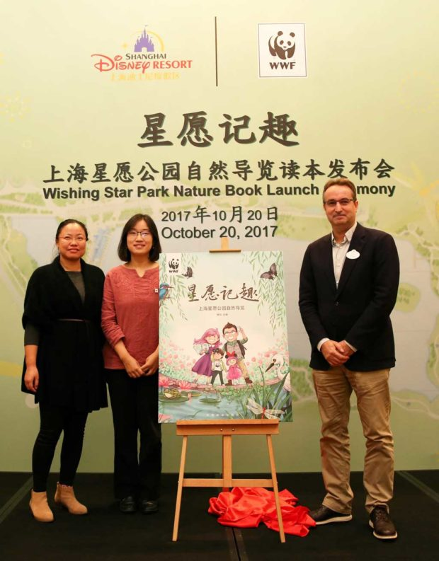 From left to right: Cynthia Wang, Director of Partnership Development Division, WWF China; Yong Yi, Senior Manager of Environmental Education, WWF China; Murray King, Vice President of Public Affairs, Shanghai Disney Resort