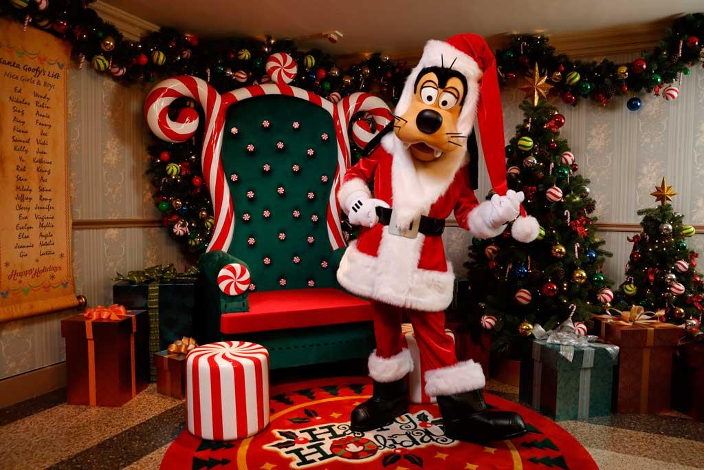 Make a Holiday Wish with Santa Goofy