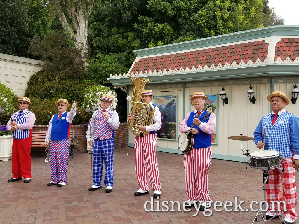 Straw Hatters performing as you enter Disneyland