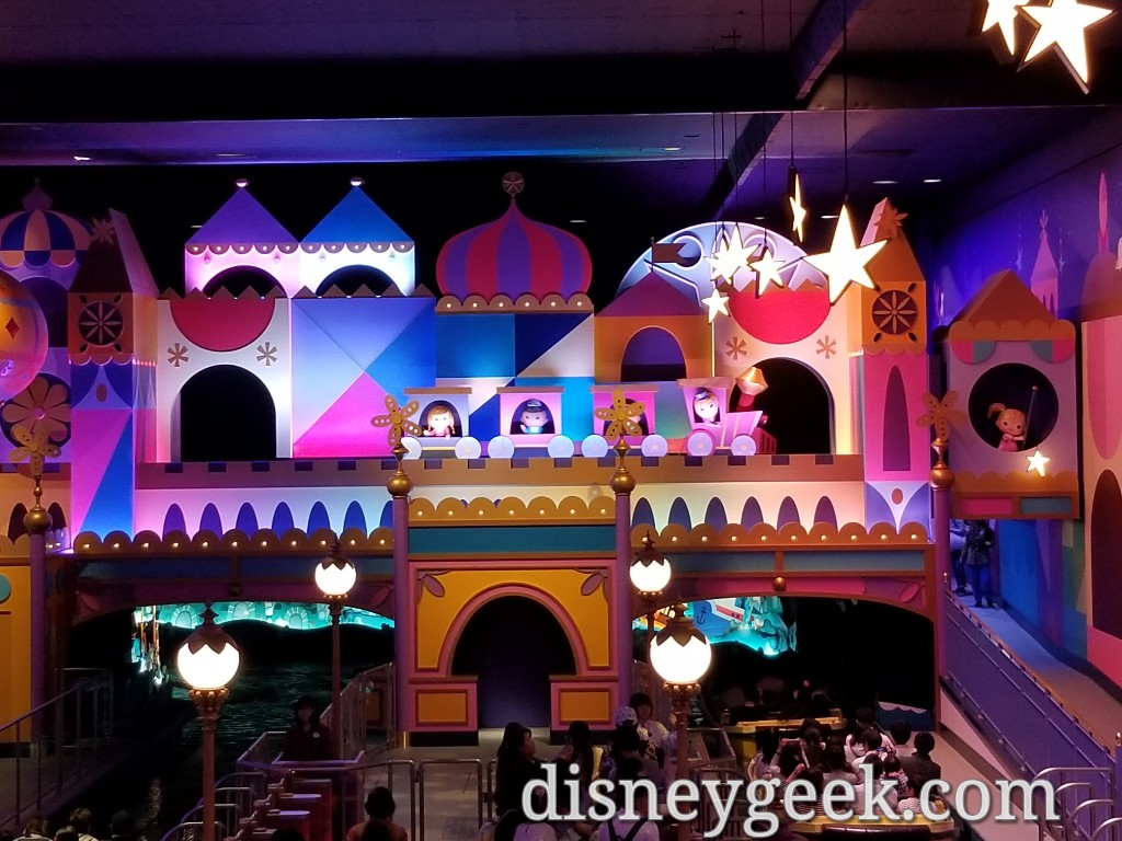 Tokyo Disneyland – it's a small world queue – The Geek's ...