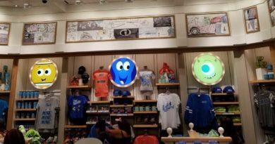 A look around Knick's Knacks on Pixar Pier