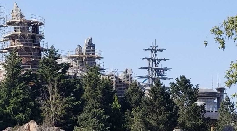 Star Wars: Galaxy's Edge Construction