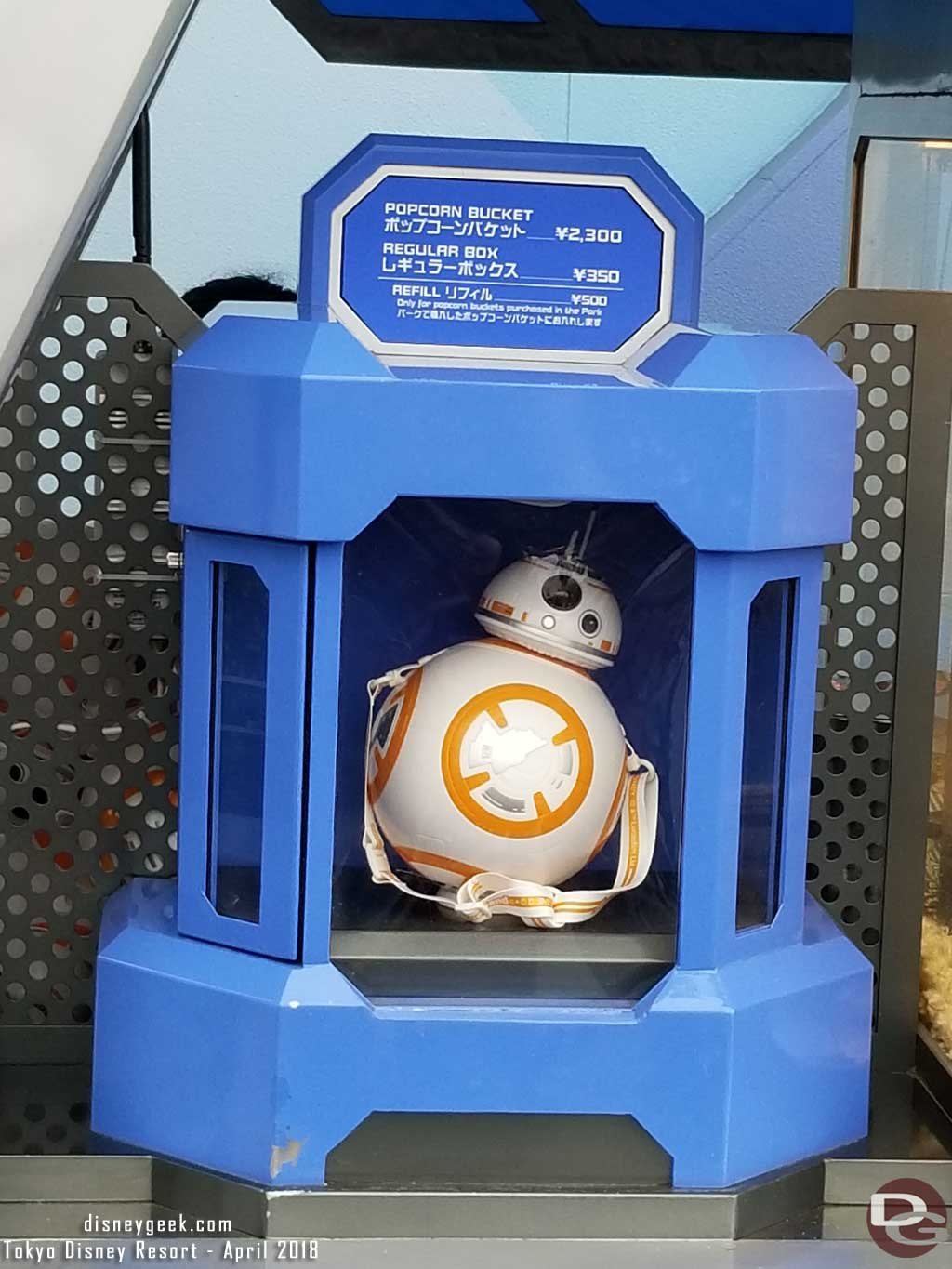 The cart next to Treasure Comet featured BB-8 Buckets