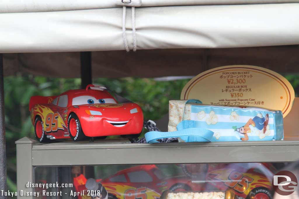The cart in front of the dock for the Mark Twain Riverboat featured Lightning McQueen Buckets for 2,300 yen