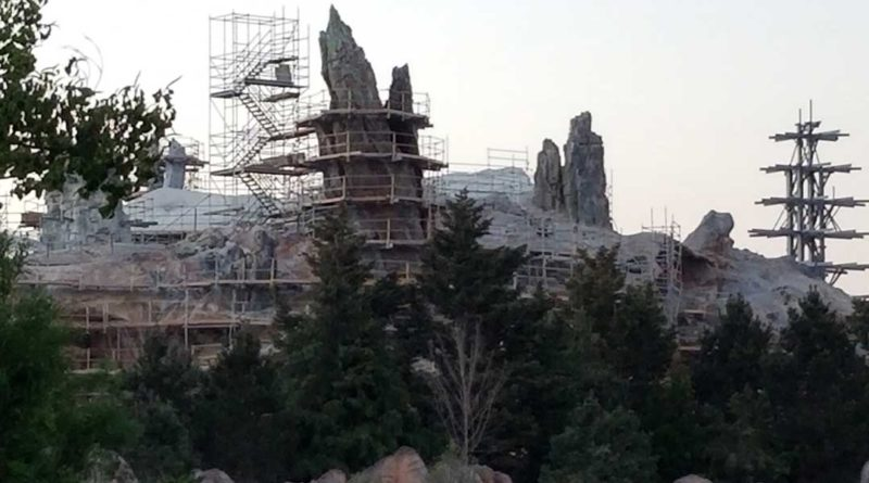 Star Wars - Galaxy's Edge Construction