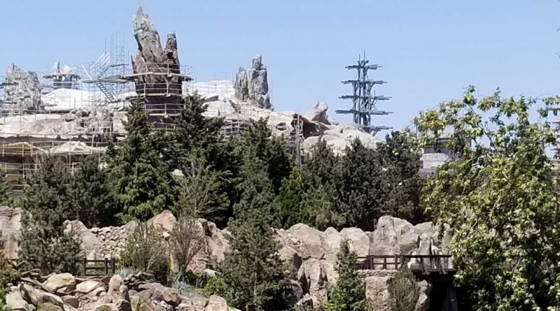 Star Wars Galaxy's Edge - Featured