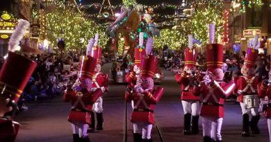 A Christmas Fantasy Parade @ Disneyland (several pictures)