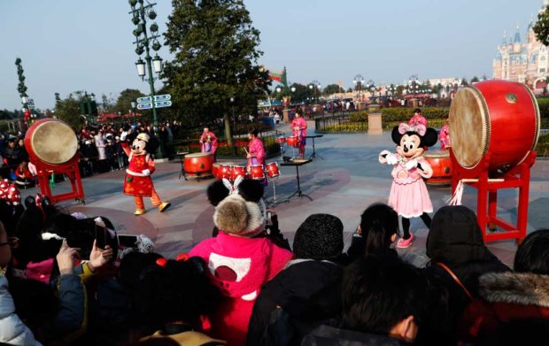 Shanghai Disney Welcomes the Year of the Pig - 上海迪士尼度假区喜迎猪年