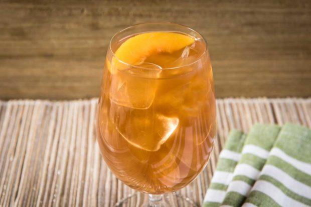 Off the Cob - Peach Tea with Peach Garnish (non-alcoholic)