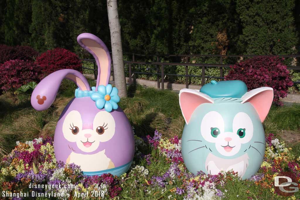 Stella Lou & Gelatoni in DisneyTown