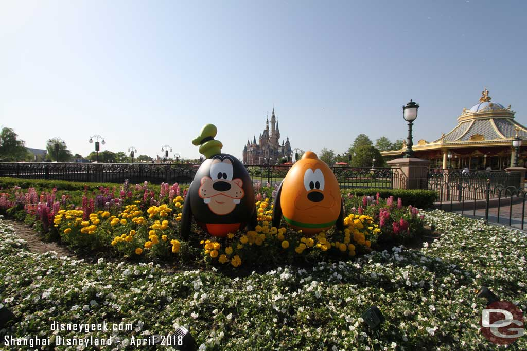 Goofy and Pluto in the Gardens of Imagination near the dedication plaque
