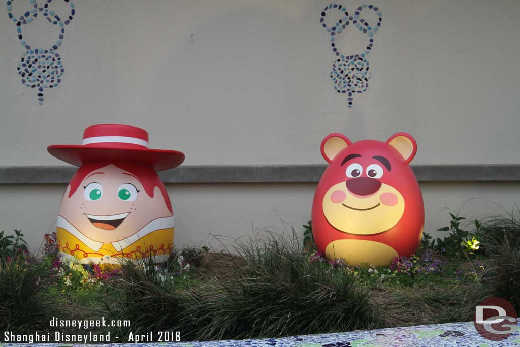 Jessie and Lotso in Disneytown