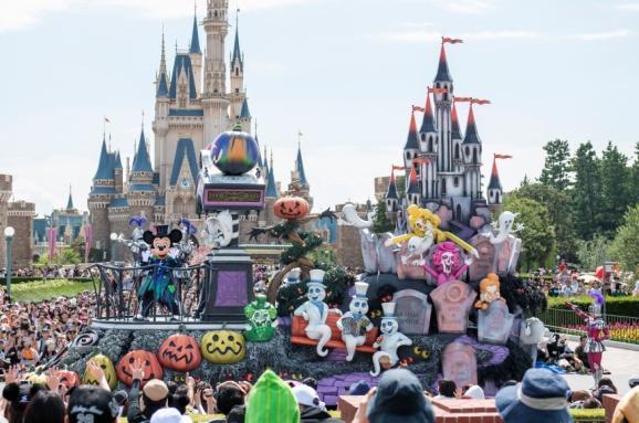 """""""Spooky 'Boo!' Parade"""" at Tokyo Disneyland"""