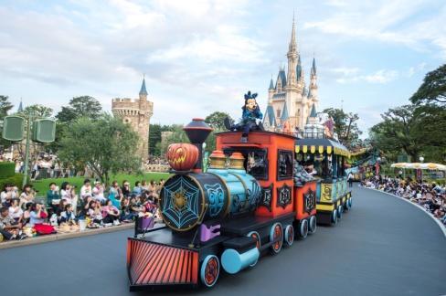""""""" Spooky 'Boo!' Parade"""" at Tokyo Disneyland"""