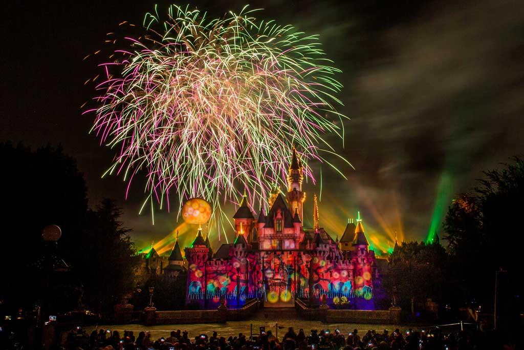 Halloween In Disneyland 2019.Disneyland Resort Celebrates The Halloween Season Sept 6
