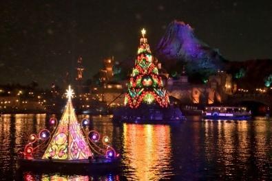 """ Colors of Christmas: Afterglow"" at Tokyo DisneySea"