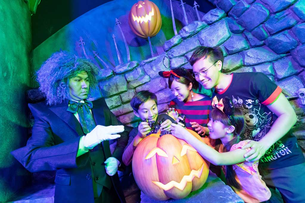 Hong Kong Disneyland - Halloween - More immersive moments and all-new trick-or-treat activities have been added to the fun