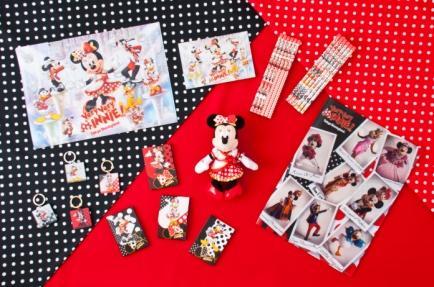 Folder 310 yen each Keychain Set 2,100 yen Memo Pad Set 900 yen Plush Badge 1,900 yen Postcard 200 yen Pencil Set 1,200 yen each Double Pocket Folder 370 yen