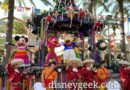 Pictures: Disney ¡Viva Navidad! Street Party