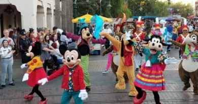 Pictures & Video: Mickey's Happy Holidays