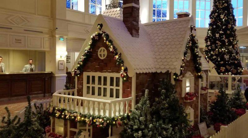 Disneyland Hotel Christmas Decorations @ Disneyland Paris