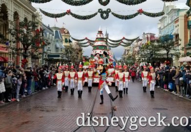 Disneyland Paris Pictures: Disney's Christmas Parade! (12:00)