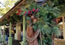 Pictures: Disneyland Frontierland Christmas Decorations