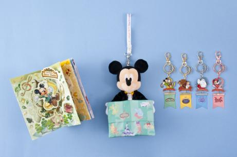 Greeting Card 1,000 yen Tissue Holder 2,200 yen Keychain 1,300 yen each