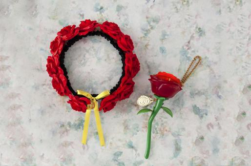(Left) Hairband 2,100 yen (Right) Melody Light Rose 2,300 yen