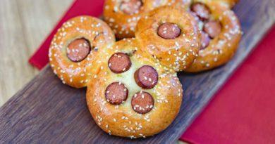 Mickey Chinese hot dog bun (David/Nguyen Disneyland Resort)