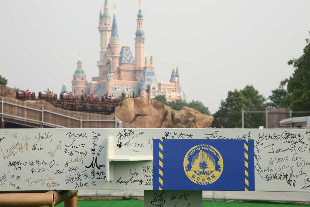 Shanghai Disney Resort Cast Members and Imagineers signed their names on the first steel column