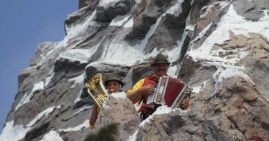Disneyland Matterhorn - Happy Hans & Son